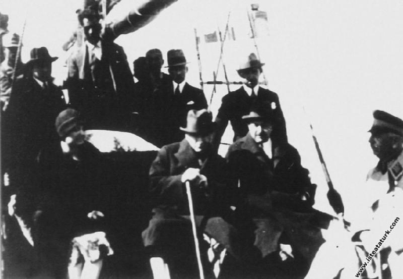 Mustafa Kemal Atatürk Antalya Limanı'nda. (18.02.1...