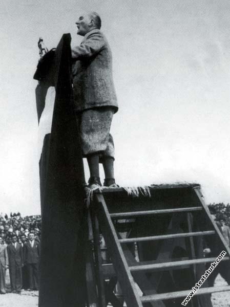 Mustafa Kemal Atatürk Etimesgut Türk Kuşu'nun açıl...