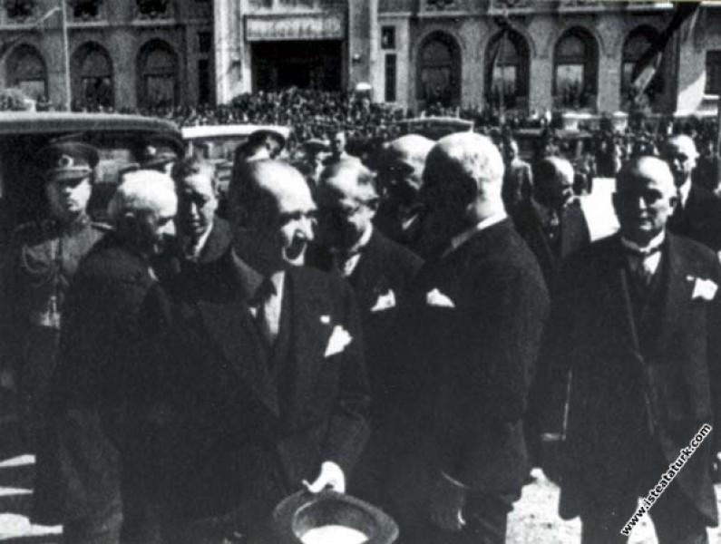 Mustafa Kemal Atatürk CHP'nin 4. Büyük Kurultayı i...