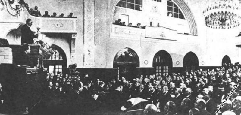 Mustafa Kemal Atatürk CHP'nin 4. Büyük Kurultayı'n...