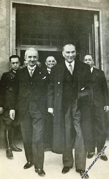 Mustafa Kemal Atatürk ve İsmet İnönü CHP'nin 4. Bü...