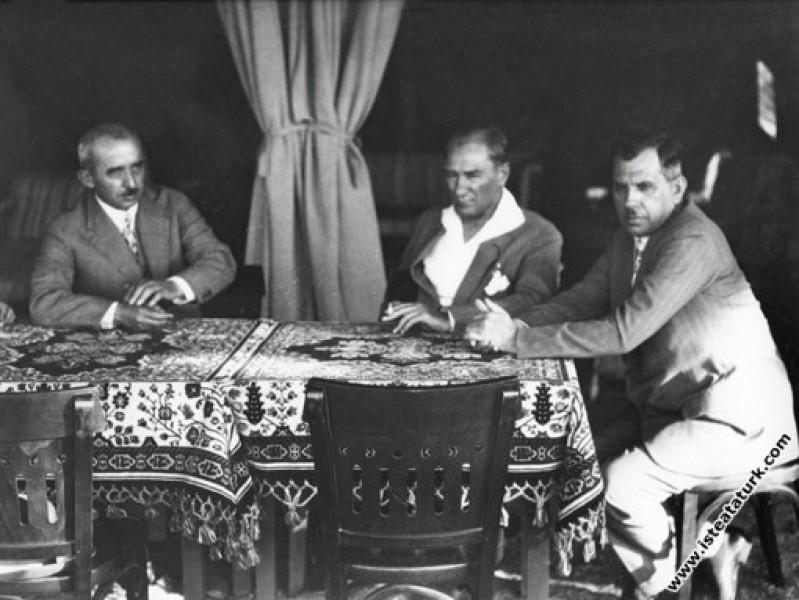 Mustafa Kemal Atatürk İsmet İnönü ve Kazım Özalp i...