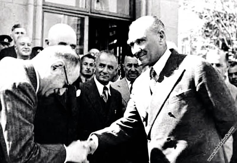 Mustafa Kemal Atatürk İstanbul'da. (18.05.1935)...
