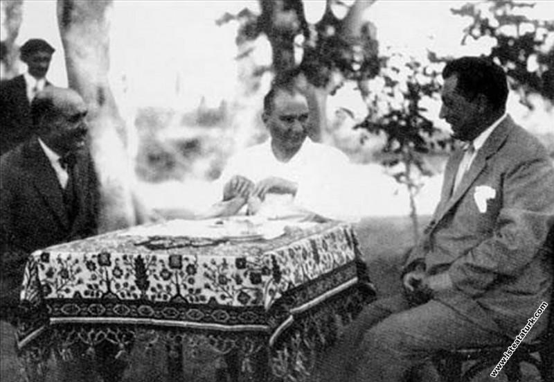Mustafa Kemal Atatürk Yalova'da çiftliğinde. (25.0...