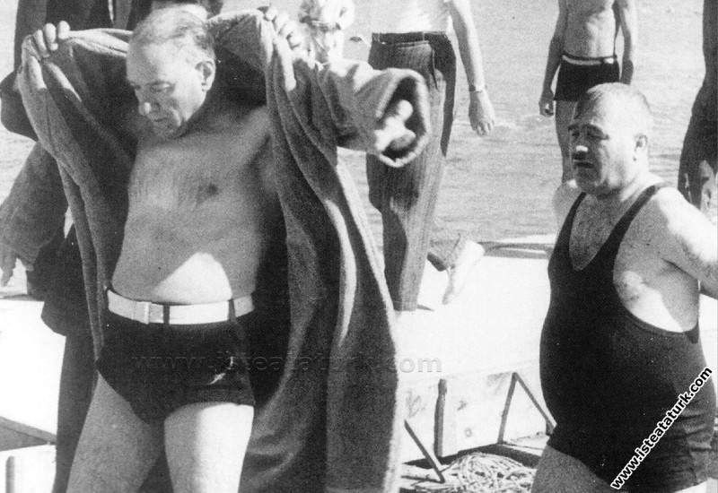Mustafa Kemal Atatürk Florya'da arkadaşları Kılıç ...