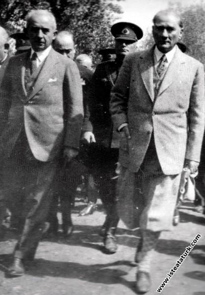 Mustafa Kemal Atatürk Bursa'da, İsmet İnönü ile bi...