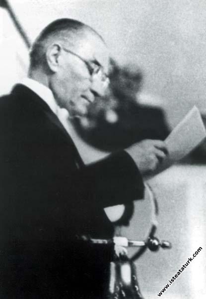Mustafa Kemal Atatürk TBMM'nin açılış konuşmasını ...