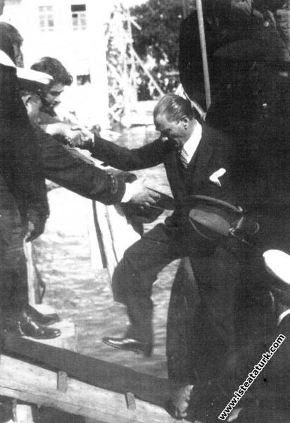 Mustafa Kemal Atatürk İstanbul'da. (21.07.1935)...