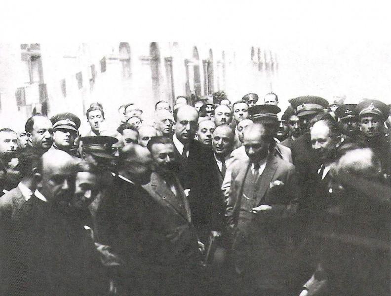 Mustafa Kemal Atatürk'ün Bornova'da karşılanışı. (02.02.1933)