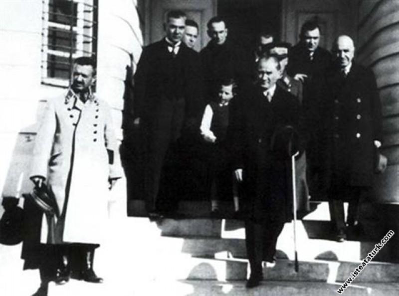 Mustafa Kemal Atatürk Adana'da. (28.01.1933)