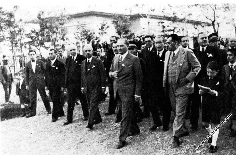 Mustafa Kemal Atatürk Gazi Orman Çiftliği'nin yıldönümünde. (25.05.1933)