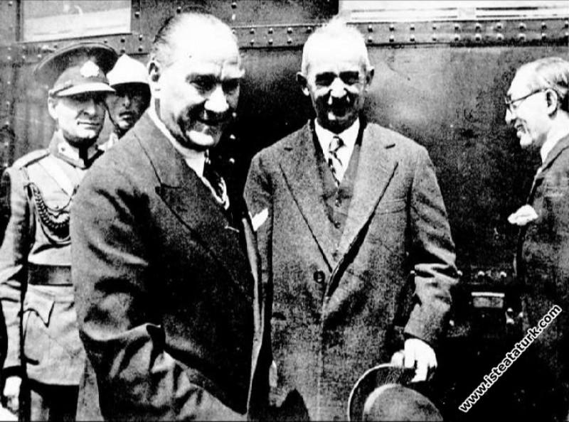 Mustafa Kemal Atatürk'ün Yunanistan Başbakanı Çaldaris'i kabul için Ankara'ya gelişi. (08.09.1933)