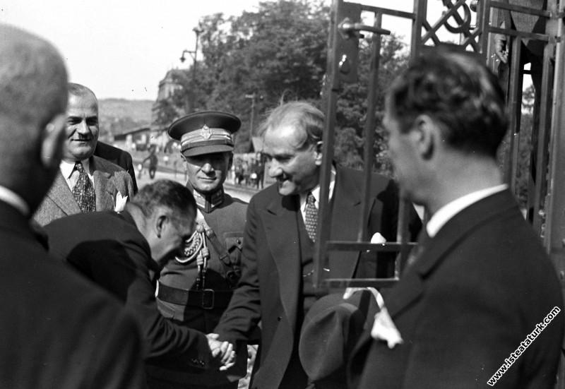 Mustafa Kemal Atatürk İstanbul'da. (12.09.1933)