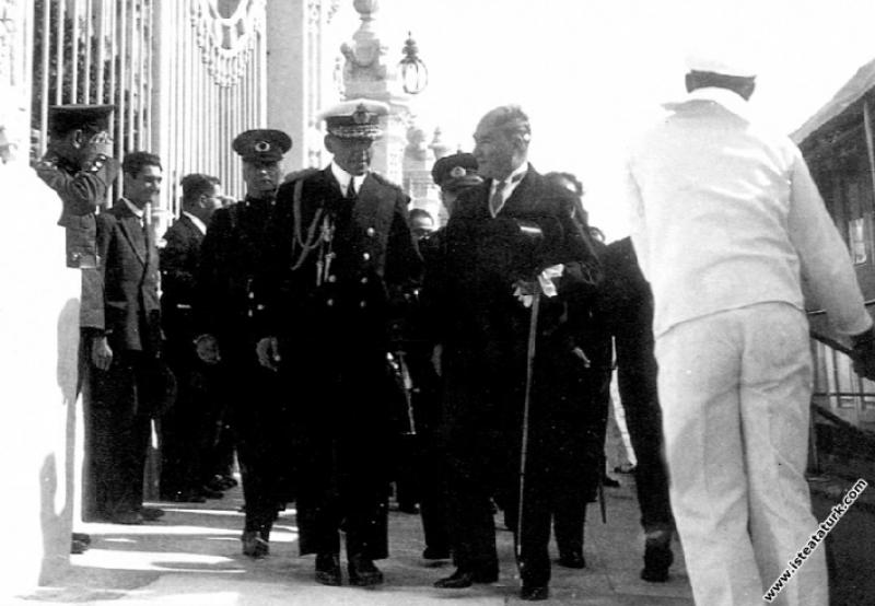 Yugoslav Kralı Alexandre ve Kraliçe Mari'nin, Türkiye'yi ziyaretinde karşılanması. (04.10.1933)