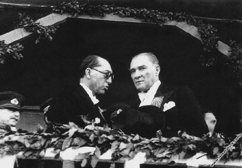 Mustafa Kemal Atatürk  Cumhuriyet'in 10. Yıl Tören...