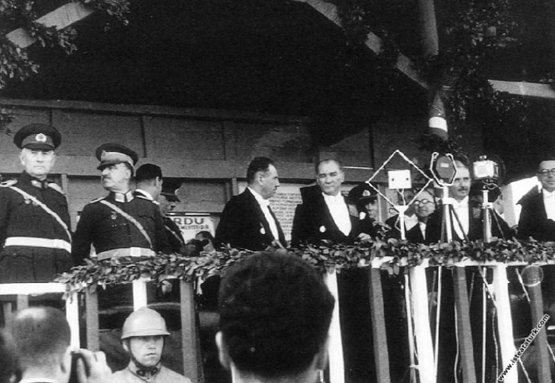 Mustafa Kemal Atatürk Cumhuriyet'in 10. Yıl Törenl...