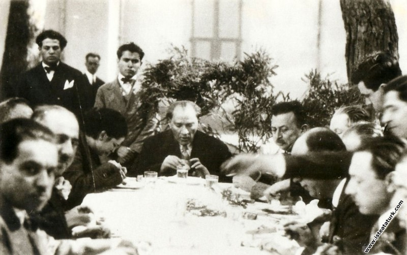 Mustafa Kemal Atatürk Aziziye İstasyonu'nda bir ye...