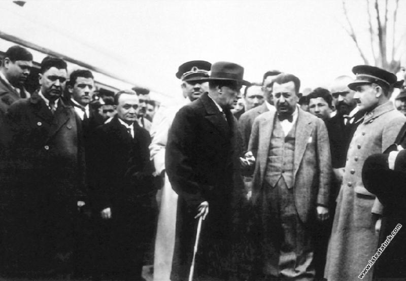 Mustafa Kemal Atatürk'ün Antalya'ya gelirken Balad...