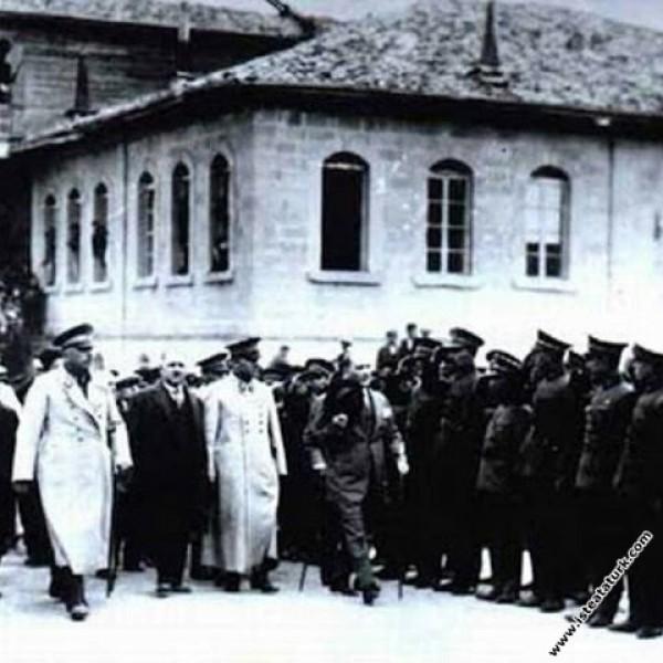 Mustafa Kemal Atatürk'ün Isparta'da karşılanışı. (...