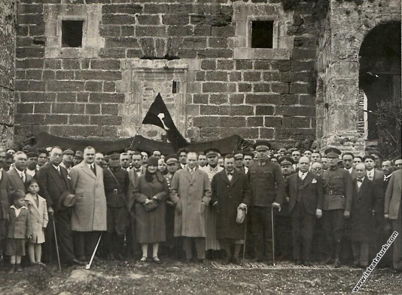Mustafa Kemal Atatürk Antalya gezisinde Aspendos A...