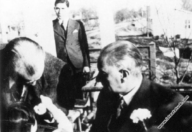 Atatürk'ün Çiçek Sevgisi