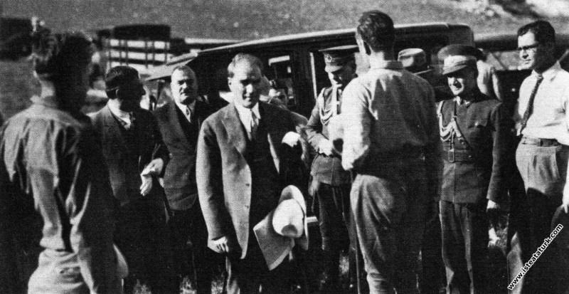 Mustafa Kemal Atatürk Ankara civarındaki Gavurkale...