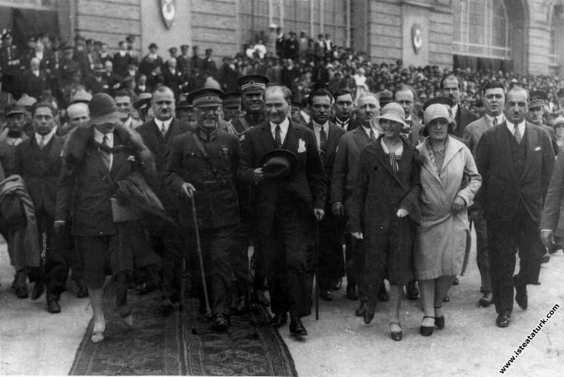 Mustafa Kemal Atatürk'ün İstanbul'da karşılanması....