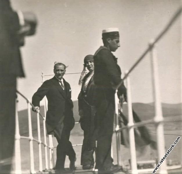 Mustafa Kemal Atatürk Yalova İskelesi'nde. (17.07....