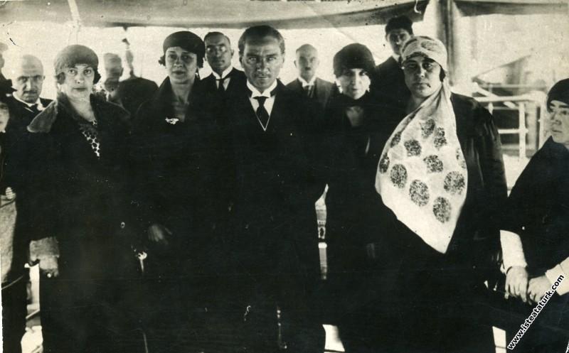 Mustafa Kemal Atatürk Büyükada'da, İstanbul. (17.0...