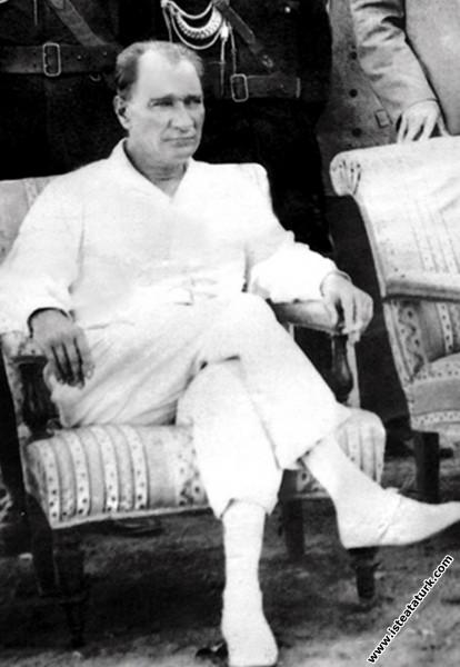 Mustafa Kemal Atatürk Yalova'da. (08.08.1930)...