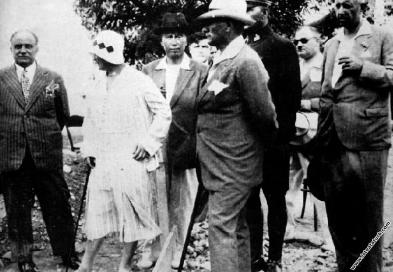Mustafa Kemal Atatürk Yalova'da Millet Çiftliği'ni...