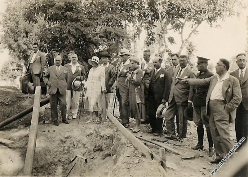 Mustafa Kemal Atatürk Yalova'da Millet Çiftliği'nd...