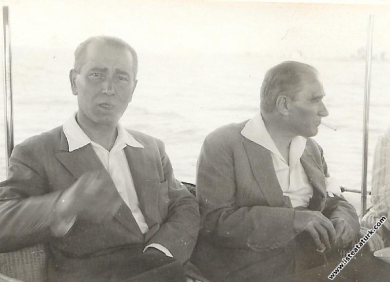 Mustafa Kemal Atatürk Yalova'da teknede. (19.08.19...