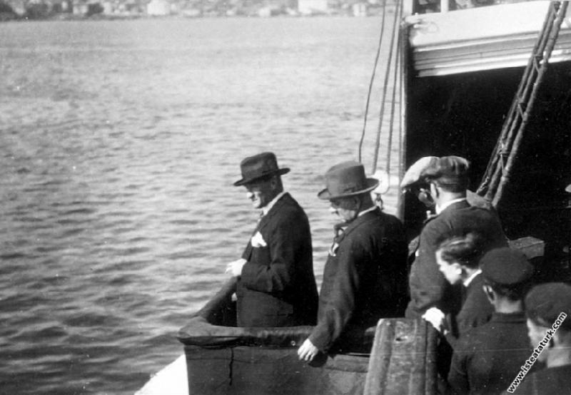 Mustafa Kemal Atatürk Sakarya Motoru'nda, İstanbul...