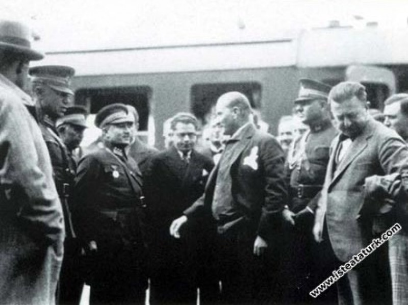 Mustafa Kemal Atatürk Kayseri Garı'nda. (19.11.193...