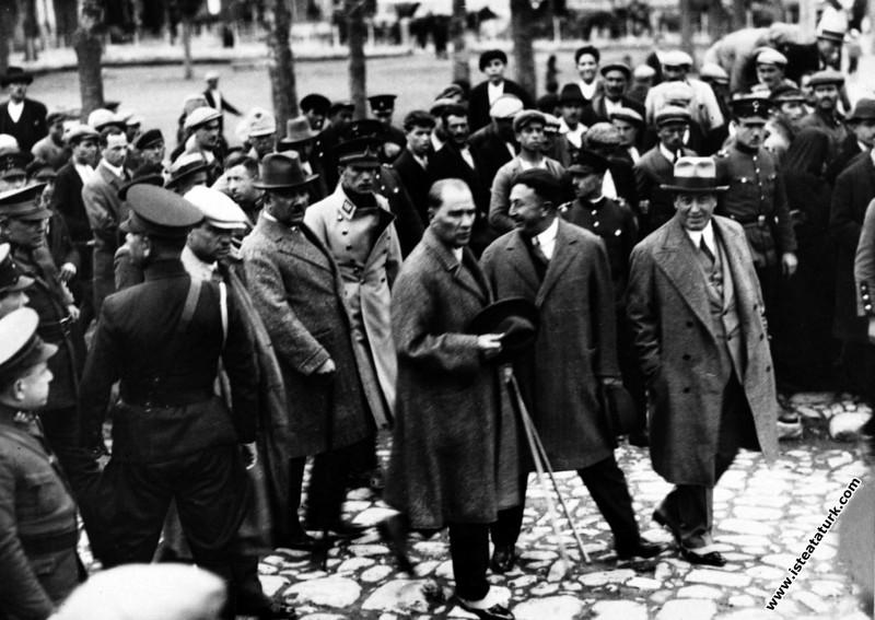 Mustafa Kemal Atatürk Samsun'da. (25.11.1930)...