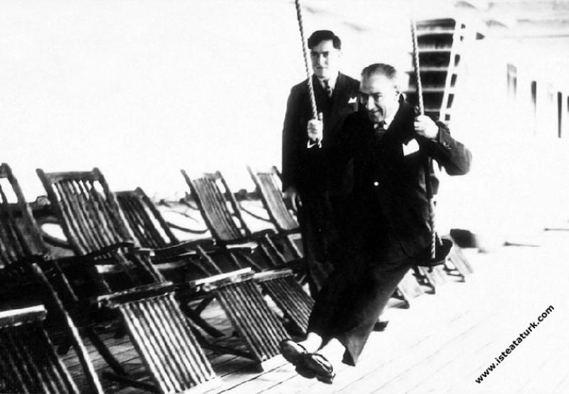 Mustafa Kemal Atatürk Ege Vapuru'yla Samsun'dan Tr...