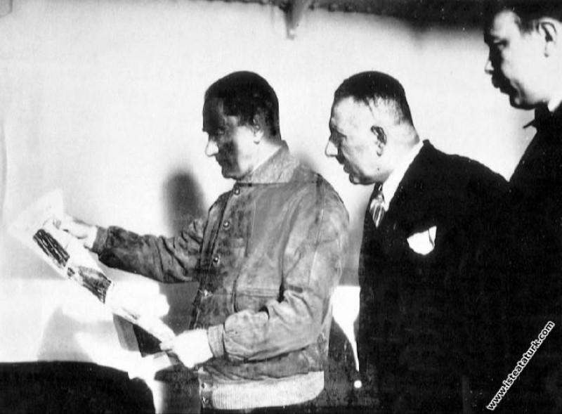 Mustafa Kemal Atatürk Ege Vapuru'yla Trabzon'a sey...