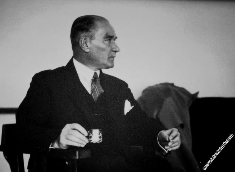 Mustafa Kemal Atatürk Ege Vapuru'nda istirahat ede...