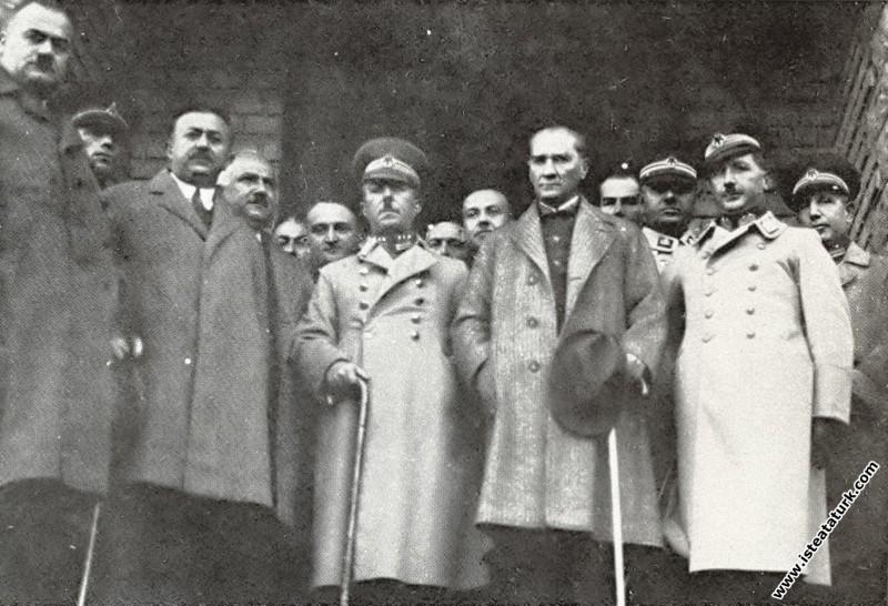 Mustafa Kemal Atatürk Trabzon Türk Ocağı binasında...