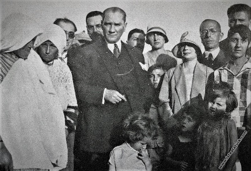 Mustafa Kemal Atatürk Trabzon köylerinde oralı bir...