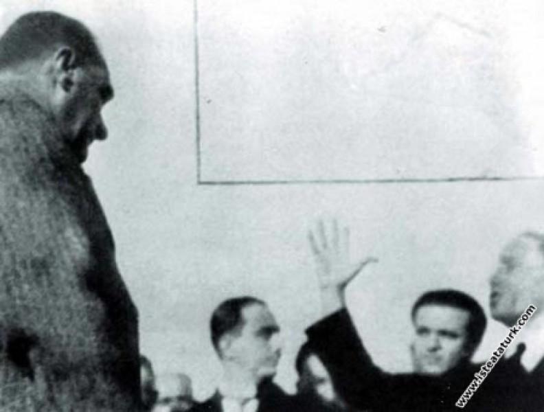 Mustafa Kemal Atatürk'ün Trabzon'da heyecanlı bir ...