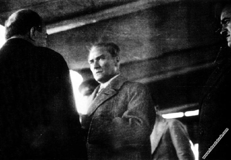 Mustafa Kemal Atatürk Ege Vapuru'ndan İstanbul'u s...