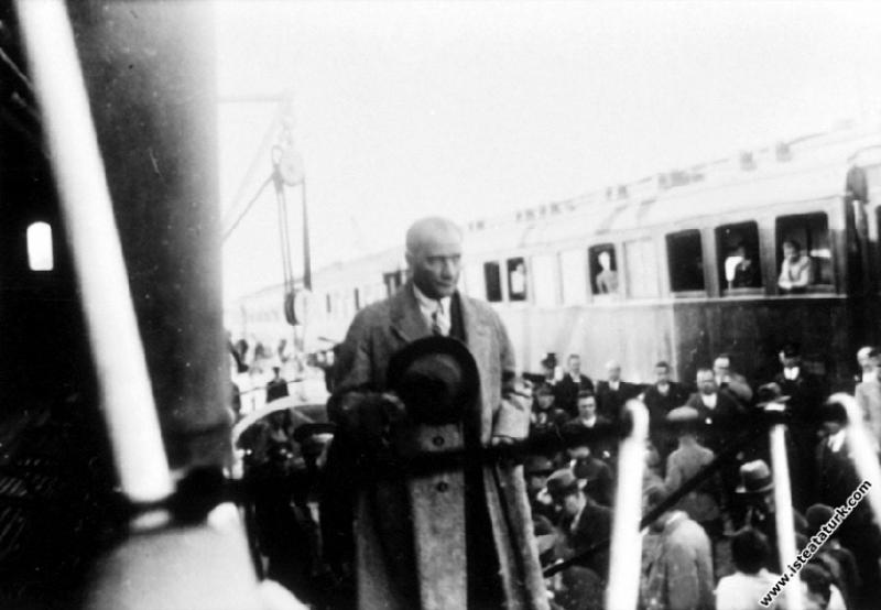 Mustafa Kemal Atatürk İstanbul'a gelişi. (01.12.19...