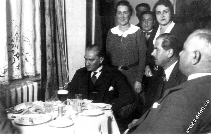 Mustafa Kemal Atatürk Turkuaz Lokantası'nda, Ruşen...