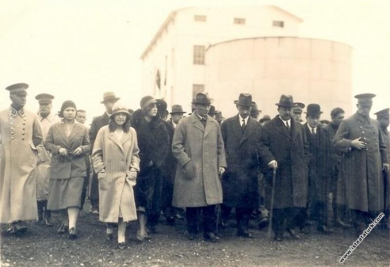 Mustafa Kemal Atatürk Alpullu Şeker Fabrikası'nı g...