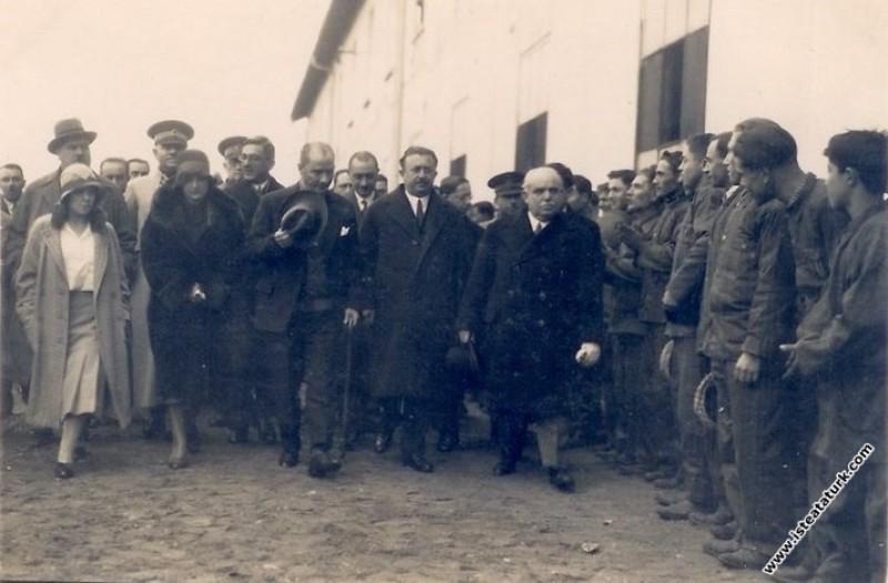 Mustafa Kemal Atatürk Alpullu Şeker Fabrikası'nı z...