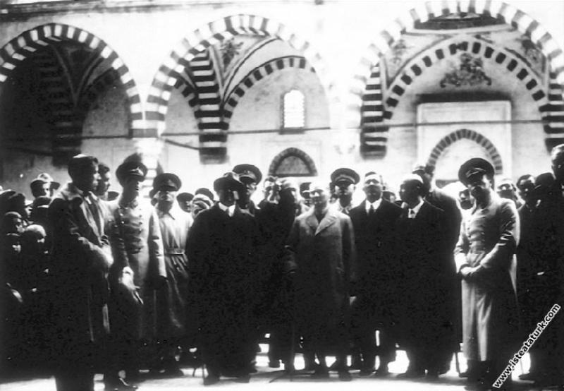 Mustafa Kemal Atatürk Edirne'de Selimiye Cami ve K...