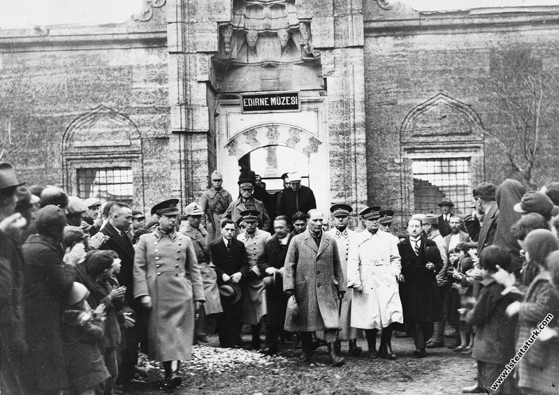 Mustafa Kemal Atatürk Edirne'de Müzesi'ni gezdikte...
