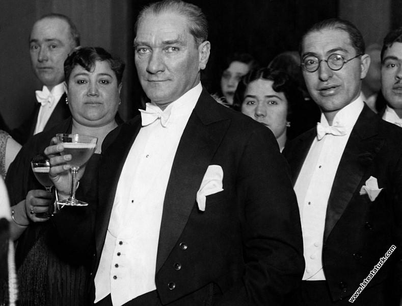 Mustafa Kemal Atatürk Manevi Kızı Nebile'nin evlen...